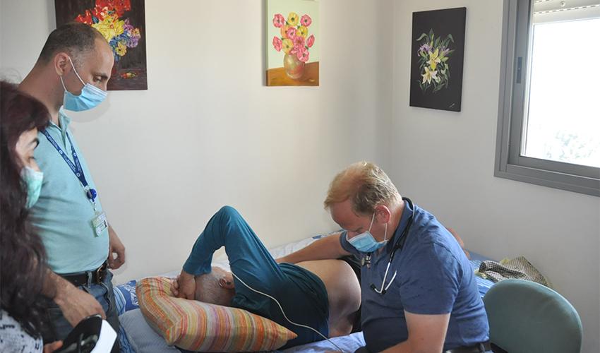ביקור בית של מומחי אי ספיקת לב (צילום: צבי מינקוביץ, דוברות שירותי בריאות כללית)