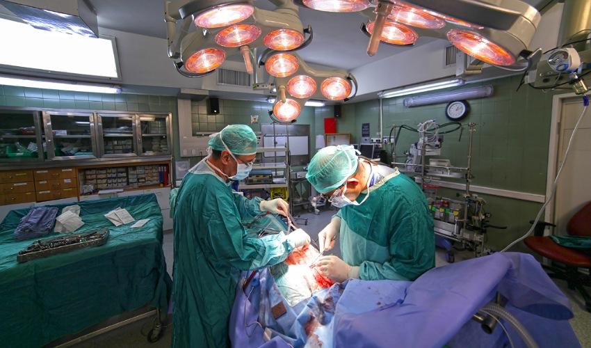 ניתוח במחלקה לניתוחי לב וחזה במרכז הרפואי כרמל (צילום: אלי דדון)