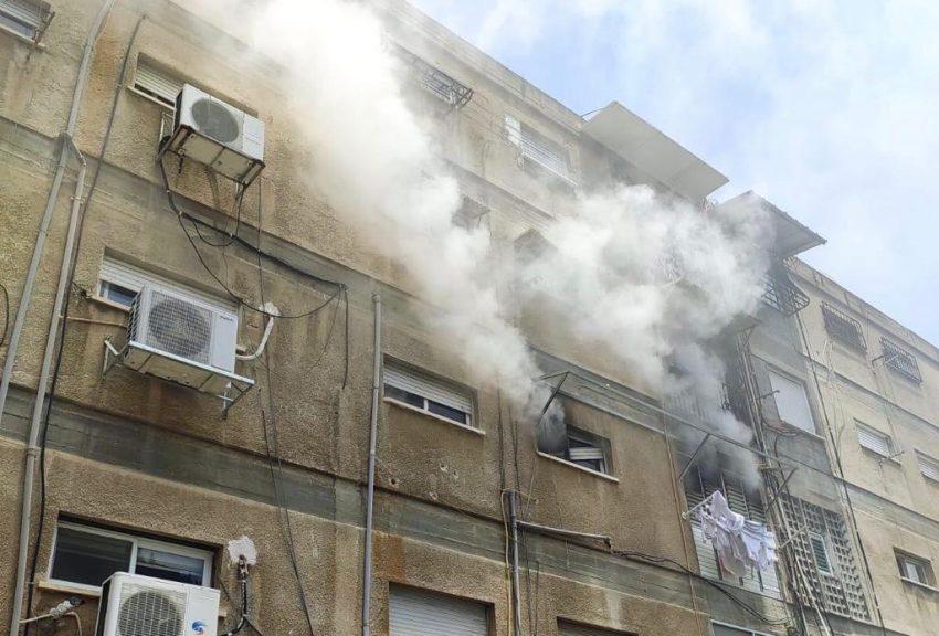 """השריפה ברחוב ש""""י עגנון (צילום: דוברות שירותי הכבאות וההצלה)"""