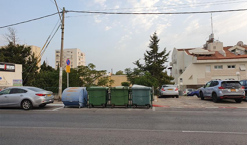 החניה שנגרעה ברחוב טשרניחובסקי 7 לטובת פחי אשפה