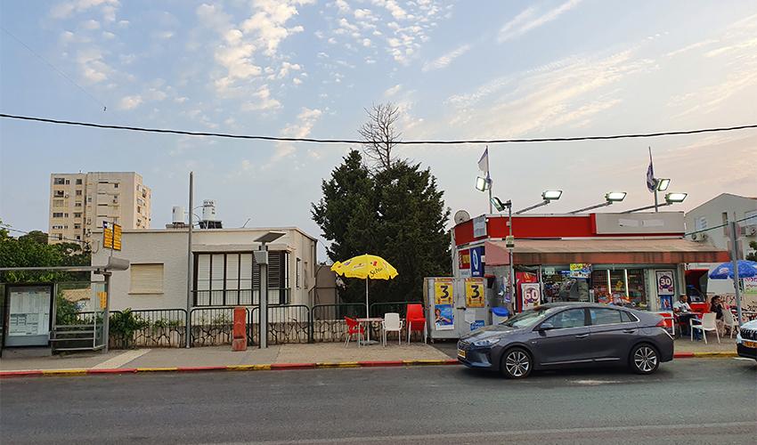 החניות שנגרעו ברחוב טשרניחובסקי 5 לטובת תחנת האוטובוס המרוחקת