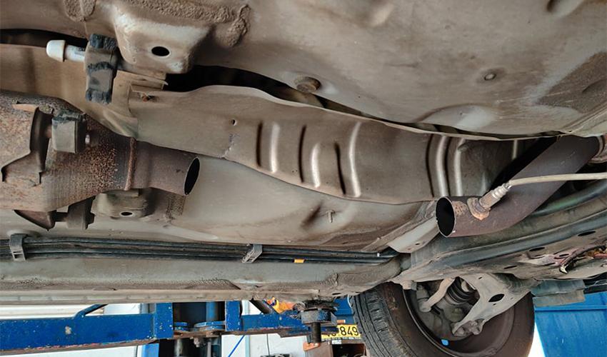 צינור האגזוז המנוסר ברכבו של יואל שינדלר