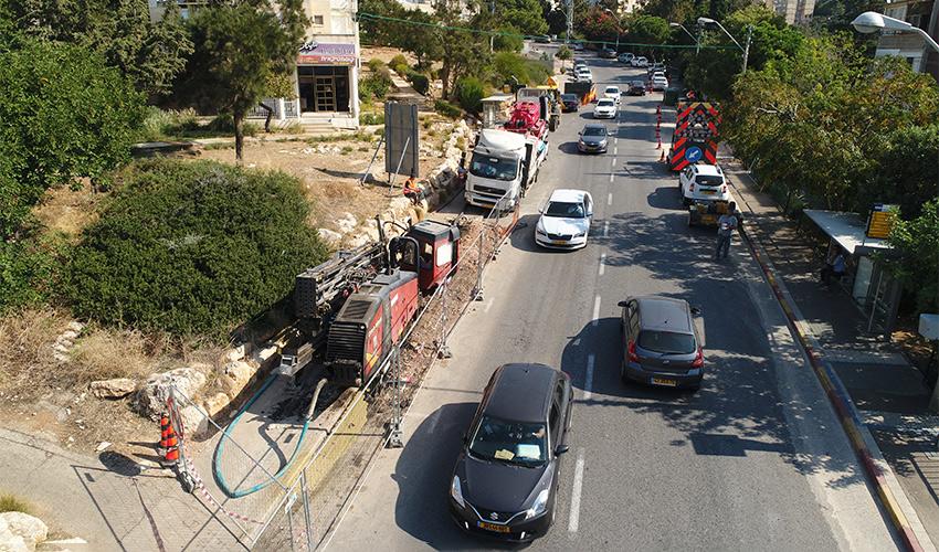 העבודות בדרך צרפת (צילום: תאגיד מי כרמל)