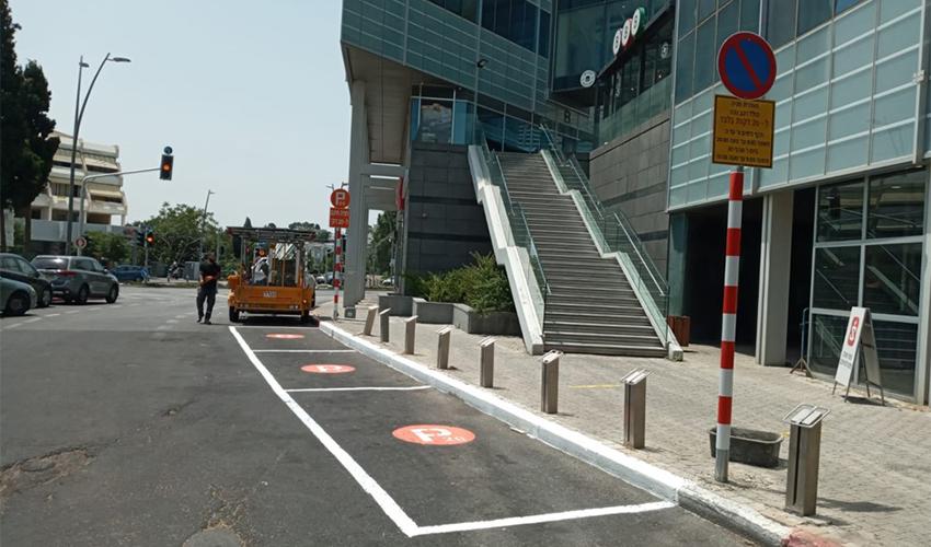 """חניות חדשות של """"מיזם 20 דקות-זוז!"""" במרכז הכרמל (צילום: דוברות עיריית חיפה)"""