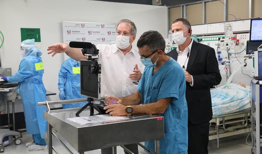 """שר הבריאות יולי אדלשטיין ומנהל הקריה הרפואית רמב""""ם ד""""ר מיקי הלברטל (צילום: דוברות הקריה הרפואית רמב""""ם)"""