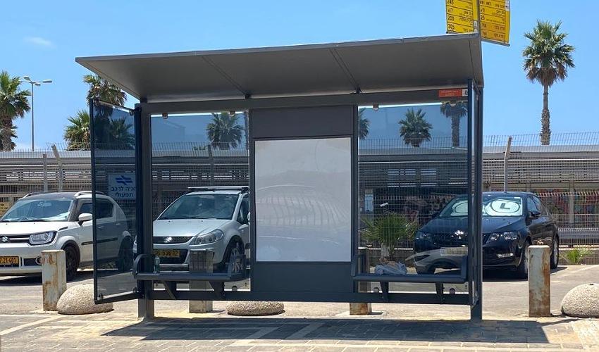 סככה חדשה בתחנת האוטובוס ליד תחנת הרכבת חוף הכרמל (צילום: ראובן כהן, דוברות עיריית חיפה)