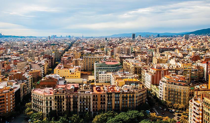 """רובע אישמפלה בברצלונה. """"המודל שלי לעירוניות"""" (צילום: Haiyun Jiang, Alamy Stock Photo)"""