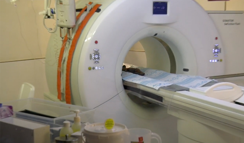 """בדיקת ה-CT שנערכה לחנוטים (צילום: דוברות הקריה הרפואית רמב""""ם)"""