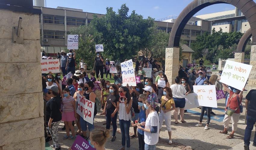 העובדים הסוציאליים מפגינים בקריית הממשלה (צילום: עופר פיקס)