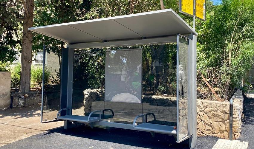 סככה חדשה בתחנת אוטובוס (צילום: ראובן כהן, דוברות עיריית חיפה)