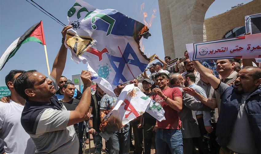 """הפגנה נגד הסיפוח. """"אנחנו צריכים לדאוג שתהיה לפלסטינים מדינה משל עצמם"""" (צילום: Said Khatib, AFP)"""