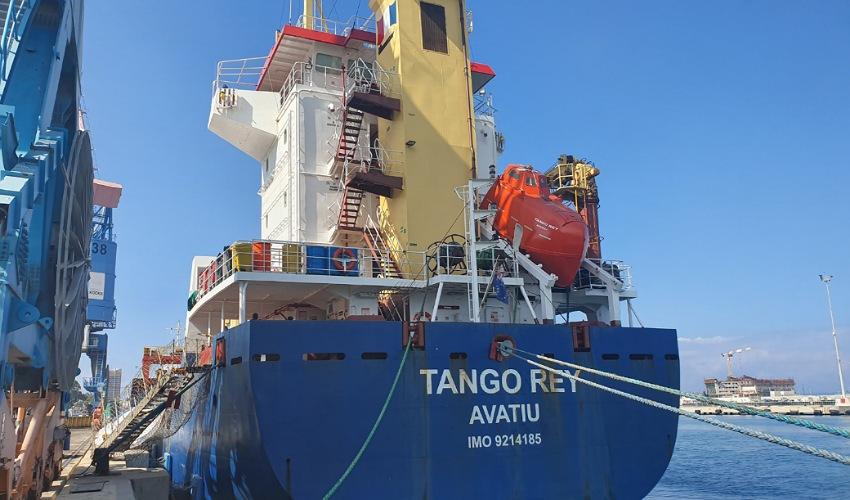 """האונייה """"AVATIU"""" (צילום: ניר לוינסקי, המשרד להגנת הסביבה)"""
