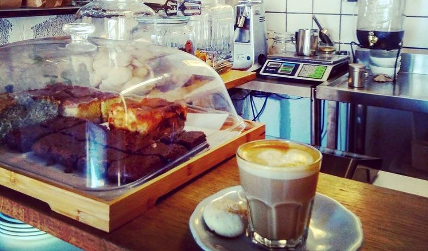 """בית הקפה טלק (צילום מתוך דף הפייסבוק """"טלק - קפה בשוק תלפיות"""")"""