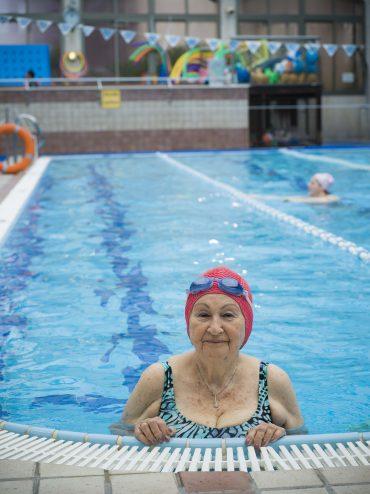 לא מתפשרים על השחייה. צילום: עודד פלוטניצקי