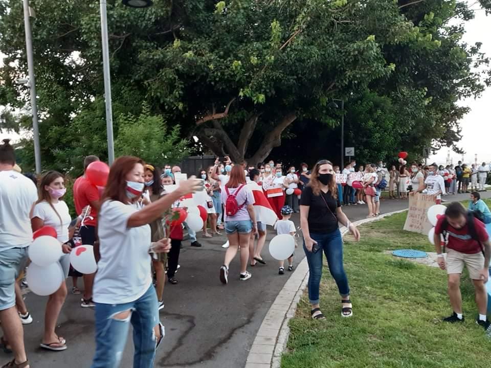 ההפגנה למען העם בבלארוס (צילום: אלכס זלוטסקי)
