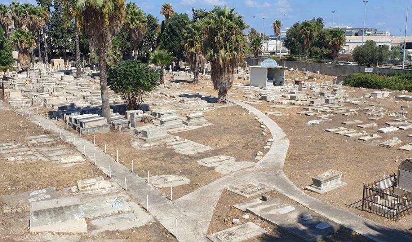 בית הקברות היהודי הישן אחרי עבודות הניקיון