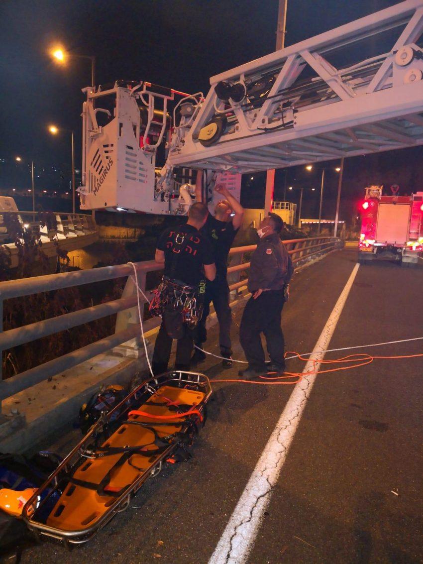 פעולות החילוץ (צילום: דוברות שירותי הכבאות וההצלה)