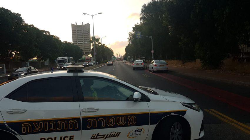 זירת התאונה בשדרות ההגנה (צילום: דוברות משטרת ישראל)