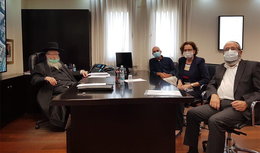 הפגישה בין עינת קליש רותם ליעקב ליצמן (צילום: דוברות משרד הבינוי והשיכון)