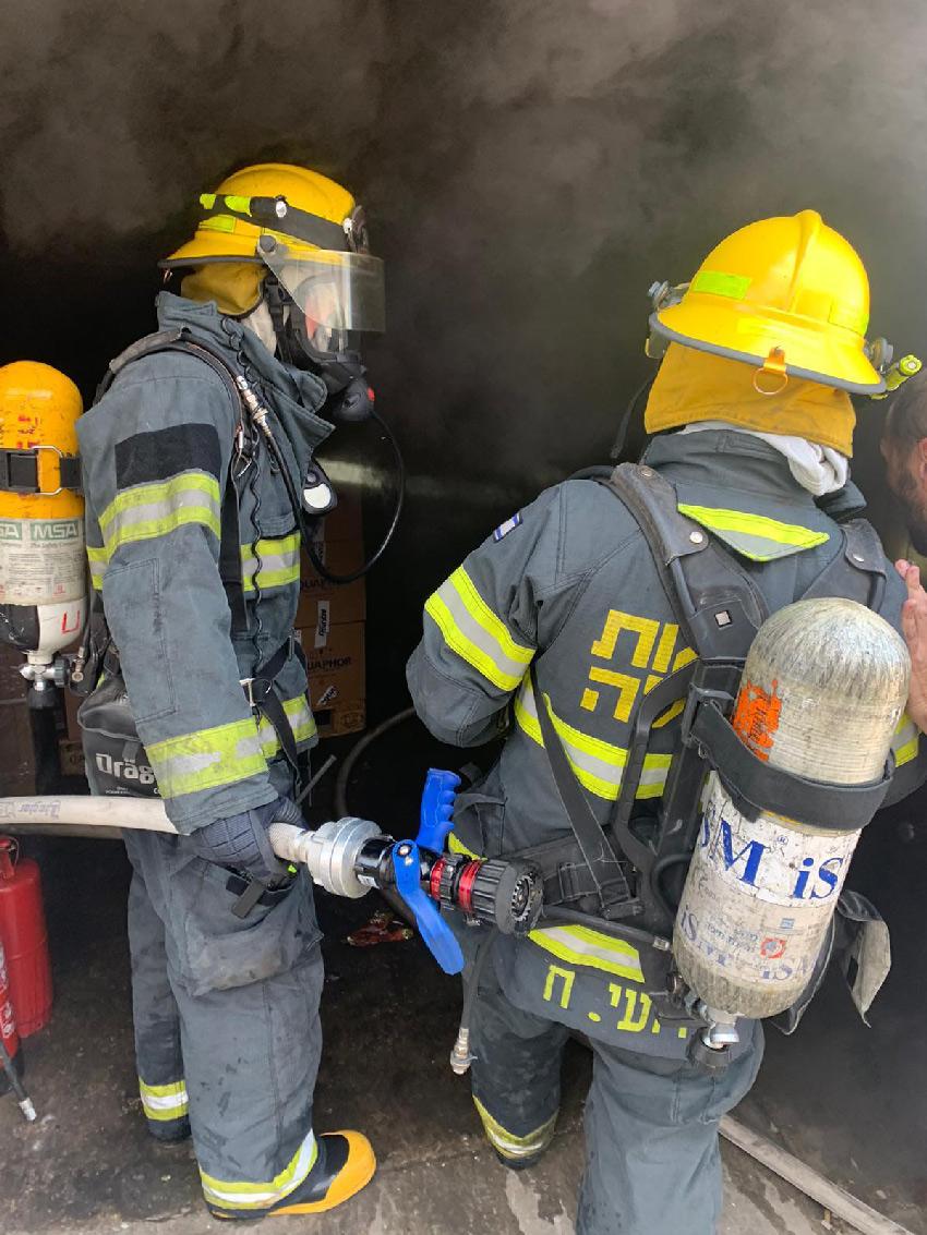 השריפה בשדרות ההסתדרות (צילום: דוברות שירותי הכבאות וההצלה)