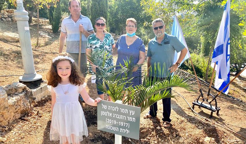 טקס נטיעת עץ התמר בגן מנוחה (צילום: ראובן כהן, דוברות עיריית חיפה)