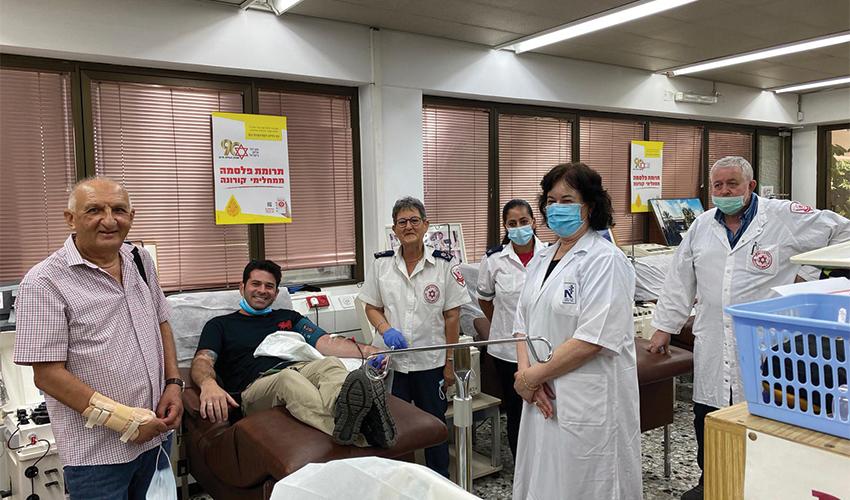 """אריאל גרבויס תורם פלסמה. """"הפגישו אותי עם החולה הראשון בארץ שקיבל פלסמה, ומסתבר שזו היתה התרומה ממני"""""""