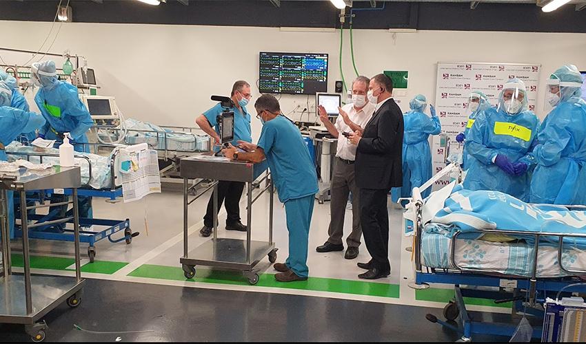 """שר הבריאות יולי אדלשטיין ומנהל הקריה הרפואית רמב""""ם ד""""ר מיכאל הלברטל בבית החולים התת קרקעי (צילום: דוברות הקריה הרפואית רמב""""ם)"""