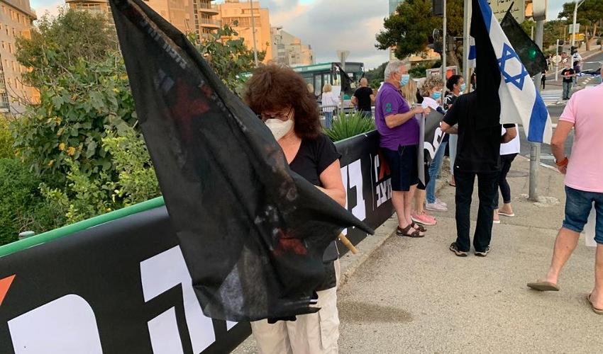 מחאת הדגלים השחורים (צילום: חגית הורנשטיין; למצולמים אין קשר לכתבה)