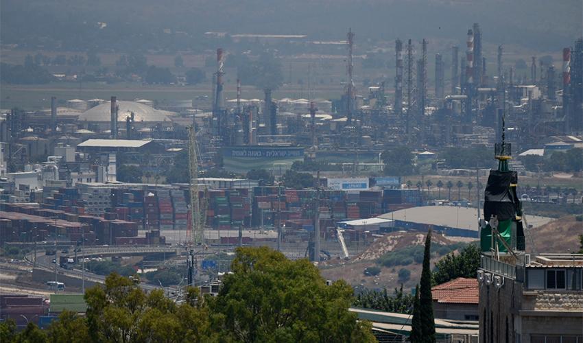 זיהום במפרץ חיפה (צילום: רמי שלוש)