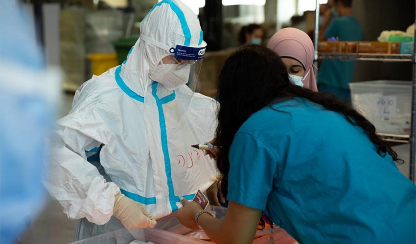 """צוותי הקורונה הצבאיים בקריה הרפואית רמב""""ם (צילום: דובר צה""""ל)"""