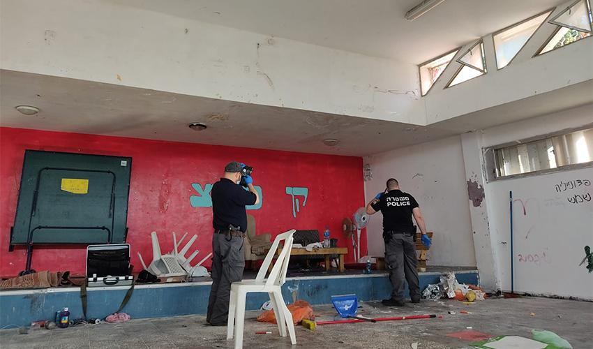 חוקרי המשטרה בקן של הנוער העובד והלומד