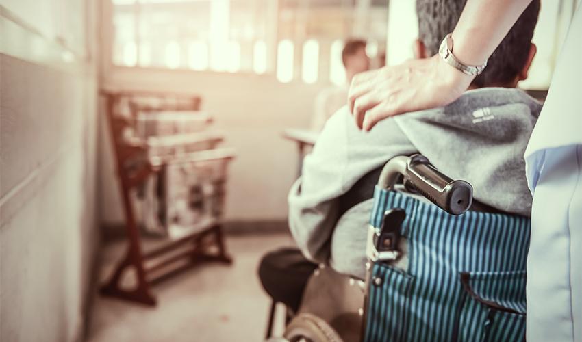 ילד עם שיתוק מוחין (צילום: shutterstock.com, Supawadee56)