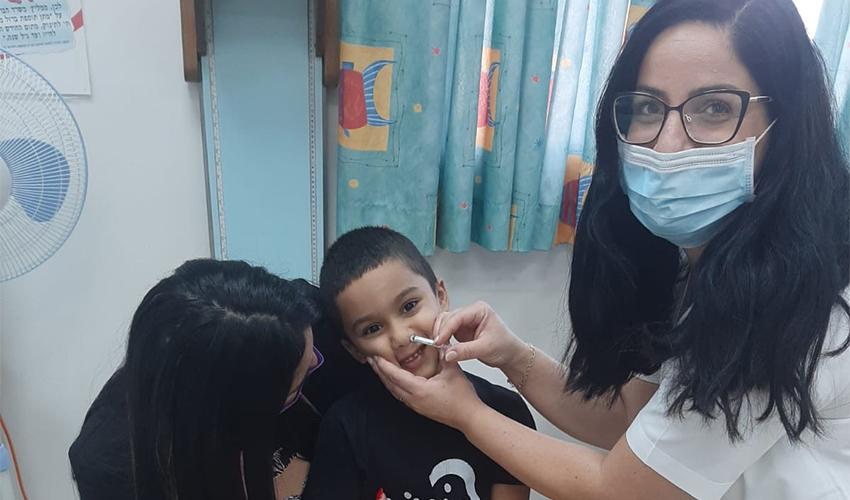 חיסון פלומיסט במרכז לבריאות הילד במרפאת ארמון (צילום: דוברות שירותי בריאות כללית)