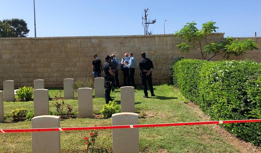 המקום שבו נמצאה גופת התינוק (צילום: דוברות משטרת ישראל)
