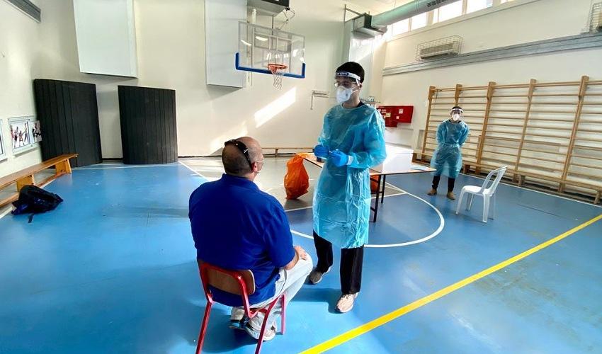בדיקת קורונה (צילום: ראובן כהן, דוברות עיריית חיפה)