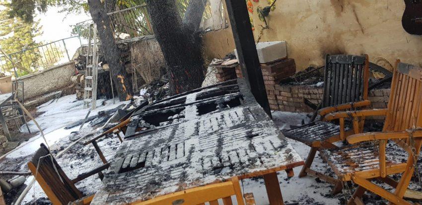 הדירה ברחוב ווינגייט אחרי השריפה (צילום: דוברות שירותי הכבאות וההצלה)