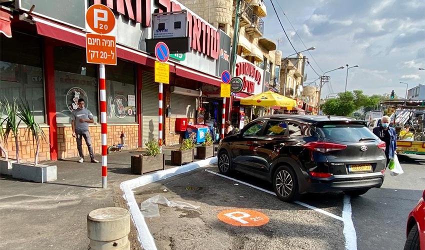 """החניות החדשות של מיזם """"20 דקות - זוז"""" ברחוב יפו, שבהן התאפשרה עד כה חניה בחינם ללא הגבלת זמן (צילום: ראובן כהן, דוברות עיריית חיפה)"""