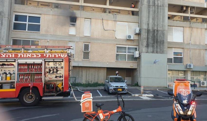 זירת השריפה ברחוב חנה סנש (צילום: דוברות שירותי הכבאות וההצלה)