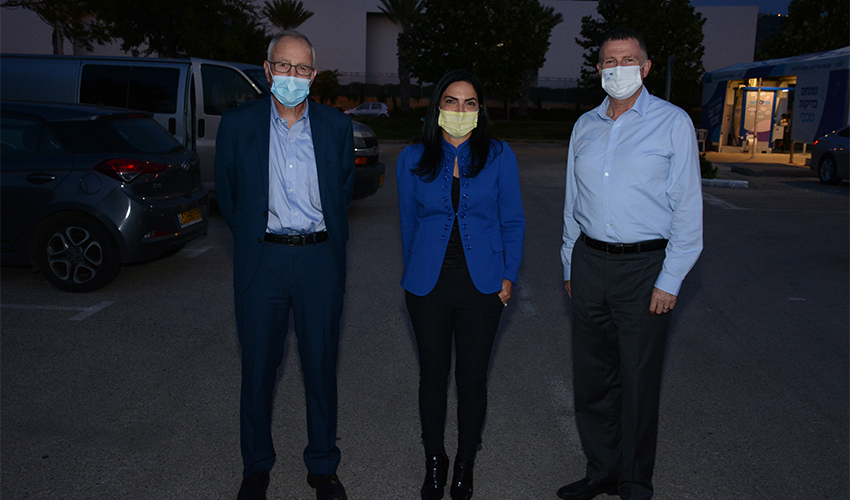 """השר יולי אדלשטיין, ד""""ר גלית קאופמן ורן סער (צילום: דוברות מכבי שירותי בריאות)"""