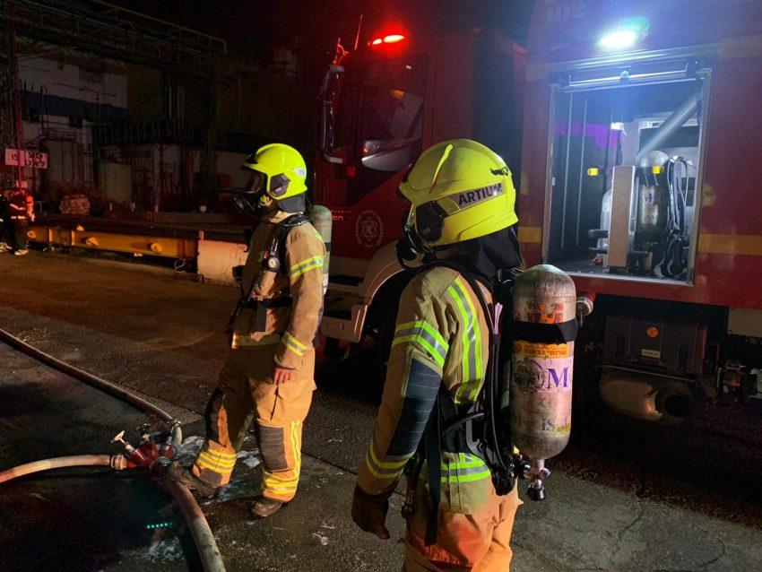 השריפה במפעל שמן (צילום: דוברות שירותי הכבאות וההצלה)