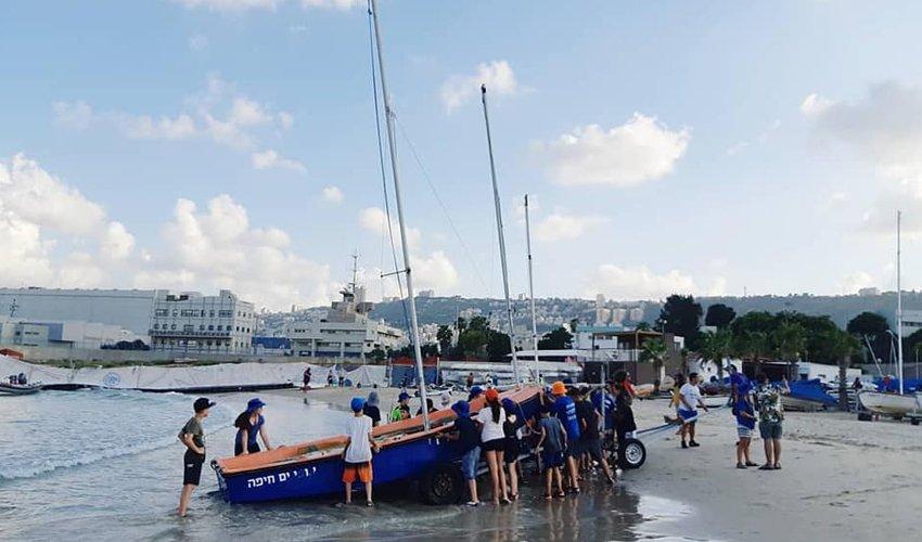 פעילות במרכז הימי בחוף השקט (צילום: שבט צופי ים חיפה)