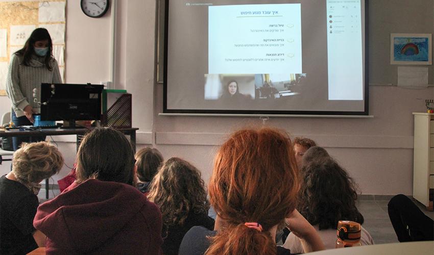 פעילות שעת קוד בבית הספר הדו לשוני (צילום: סיסיליה האשול)