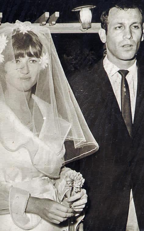 """דני (שמילו) וציפי רום ביום חתונתם. """"פתאום הבנתי איזו עוצמה יש למשפחה הזו"""" (צילום מתוך האלבום המשפחתי)"""