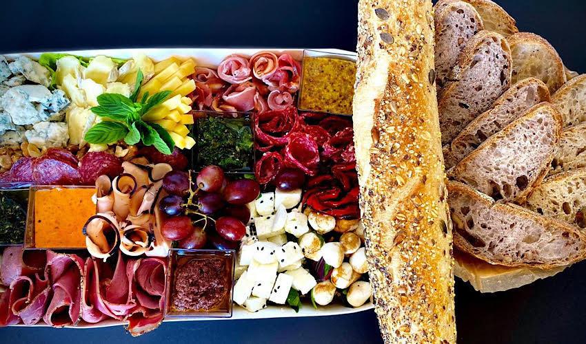 מגש אירוח של קטיה קליין (צילום מתוך דף הפייסבוק Klein Perfect Bites)