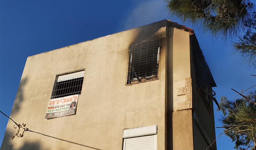 הבניין שבו עלתה הדירה באש (צילום: דוברות שירותי הכבאות וההצלה)