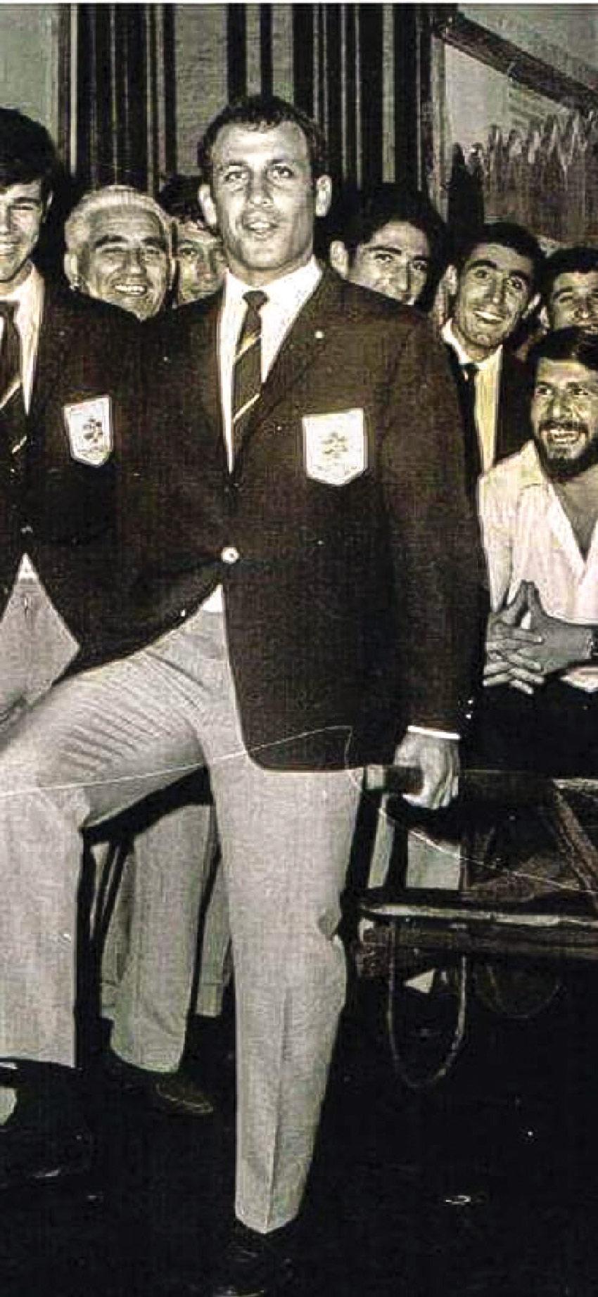 """דני (שמילו) רום במדי הייצוג של נבחרת ישראל. """"מוטל'ה שפיגלר סיפר לי שהמאמן בכלל לא רצה את אבא"""" (צילום מתוך האלבום המשפחתי)"""