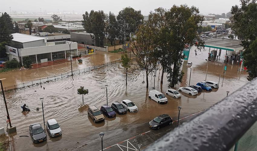 הצפה בדרך בר יהודה (צילום: דוברות איחוד הצלה)