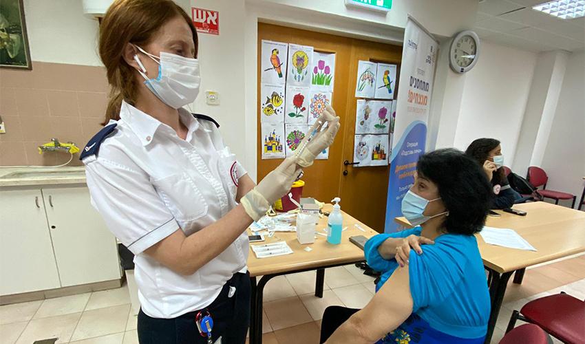 חיסון נגד קורונה (צילום: ראובן כהן, דוברות עיריית חיפה)