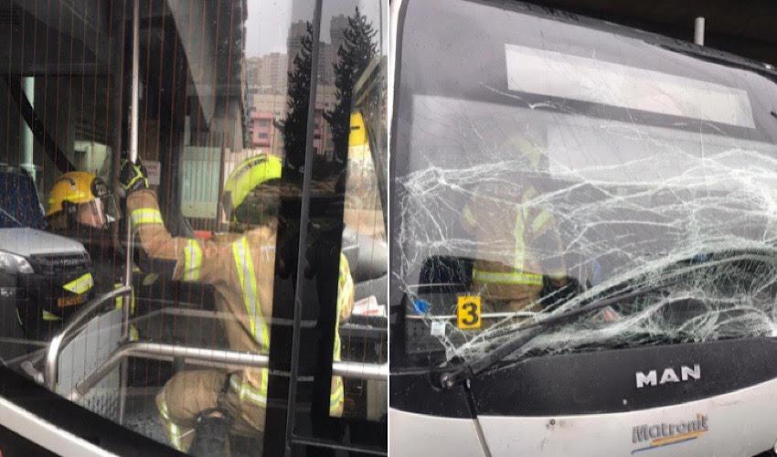 חילוץ הנהג הפצוע (צילום: דוברות שירותי הכבאות וההצלה)