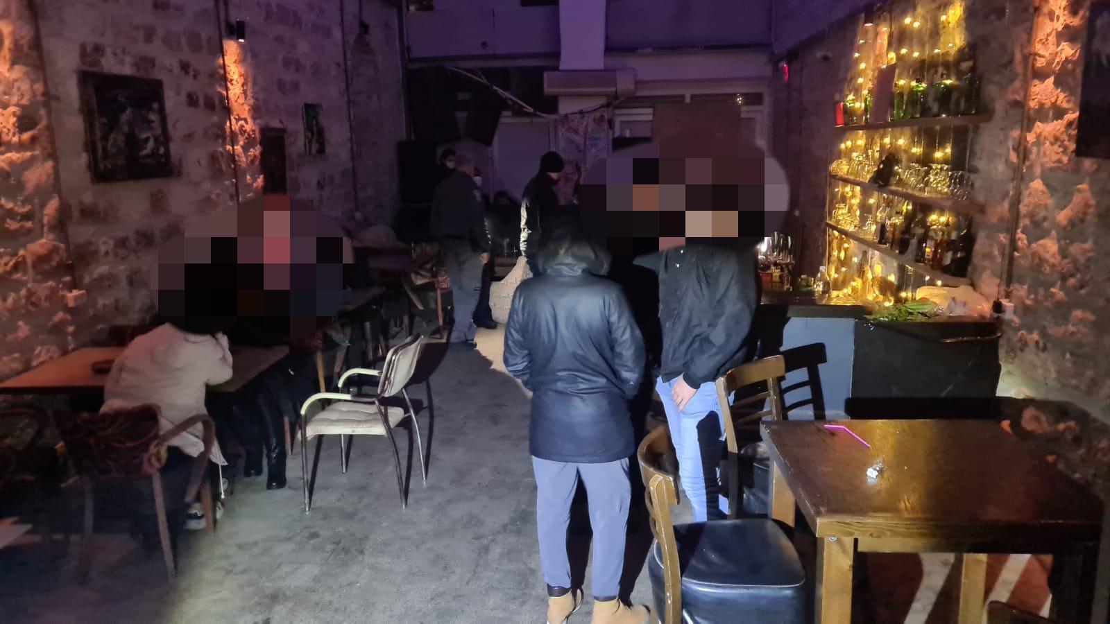 הפשיטה על הפאבים (צילום: דוברות משטרת ישראל)